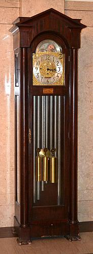 Grandfather Clock, Grand Rapids Clock and Mantel Co.